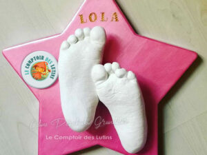 Empreintes pieds enfants sur support étoile